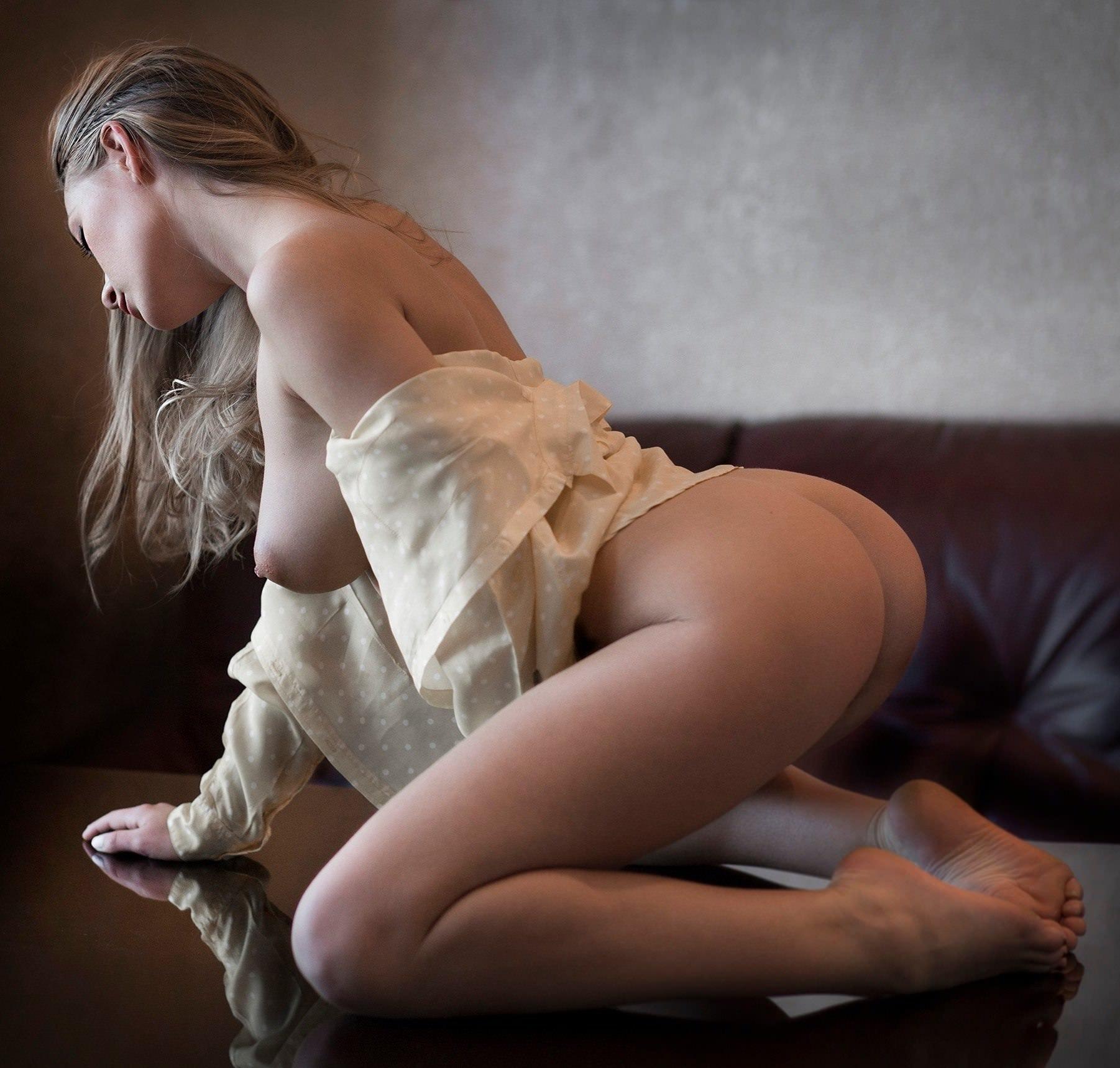 Glamour ass kneeling exposedpantiesnude girls hot kneeling