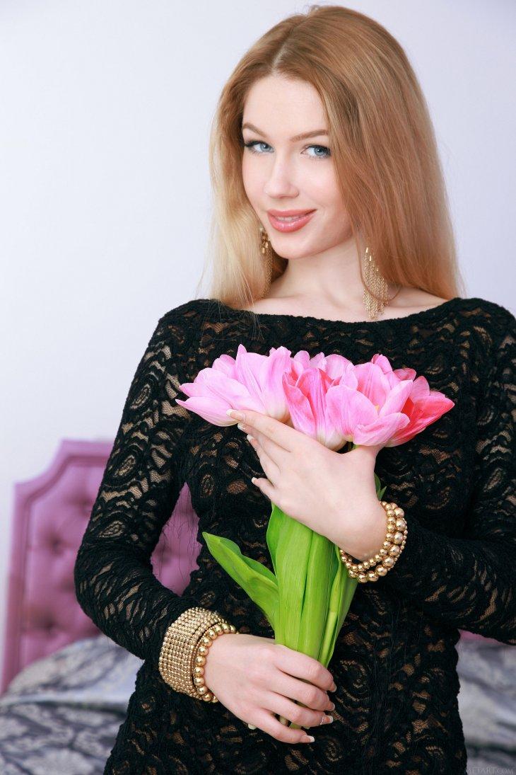Из модели в популярного актера и красавица жена с армянскими корнями. Евгений Воловенко