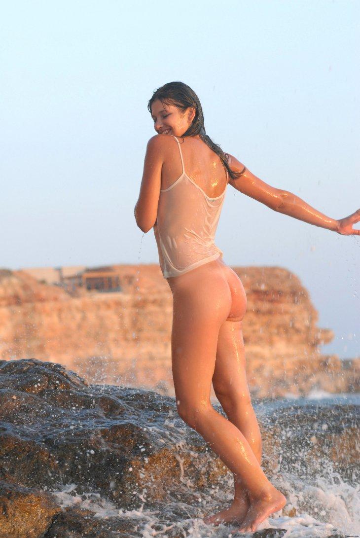 Красавица Валерия на берегу