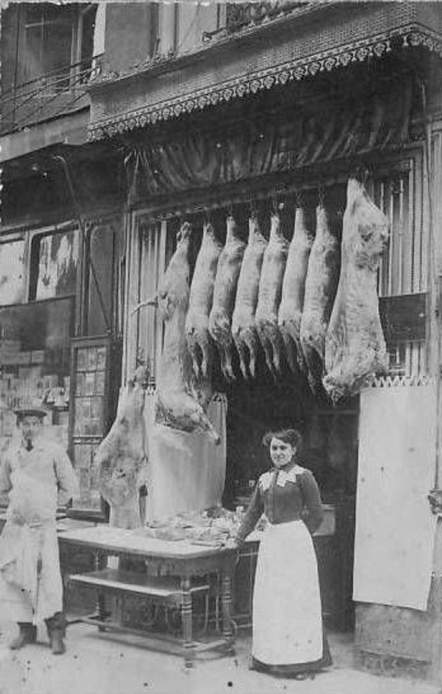 Мясная лавка во времена, когда не было холодильников