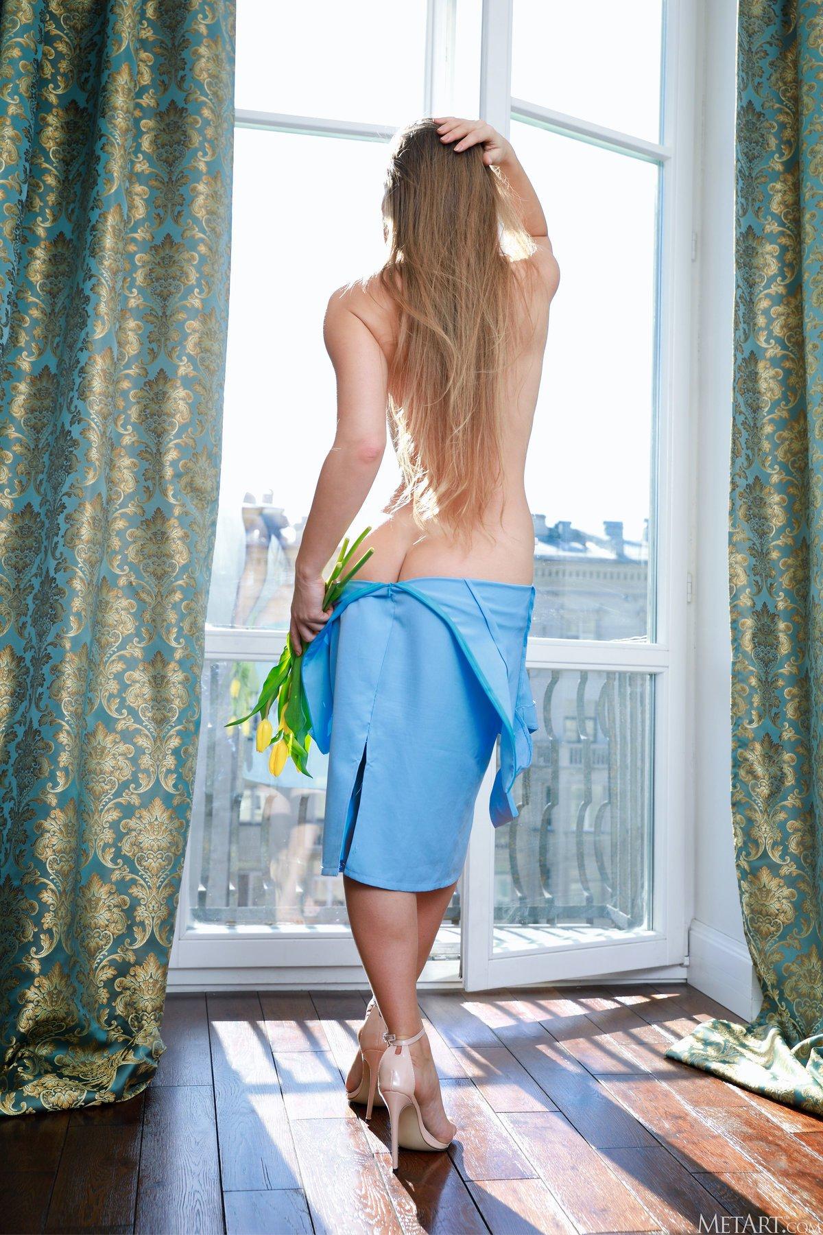 Alina Petite, long hair, brunette, smile, standing, women